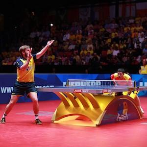 Campeones de tenis de mesa en acción
