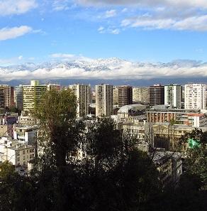 Vista de Santiago de Chile con los Andes de fondo.